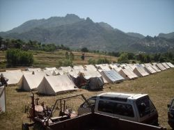250x187-images-stories-pakistan-swat_refugees-4.jpg