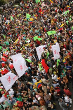 250x375-images-stories-ecuador-presidencia_ecuador-demonstration_in_support_of_correa.jpg