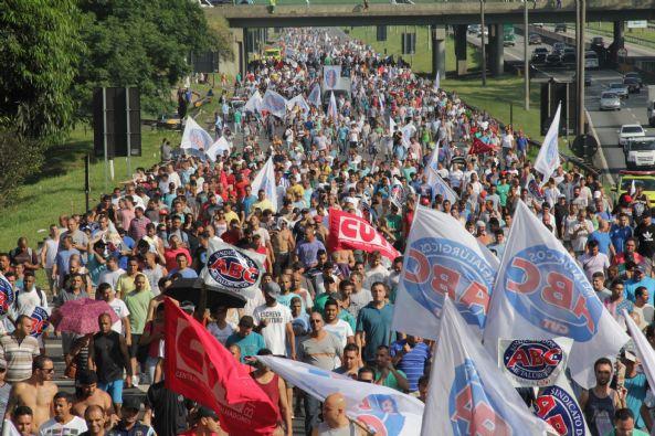 huelga VW y Mercedes en Brasil